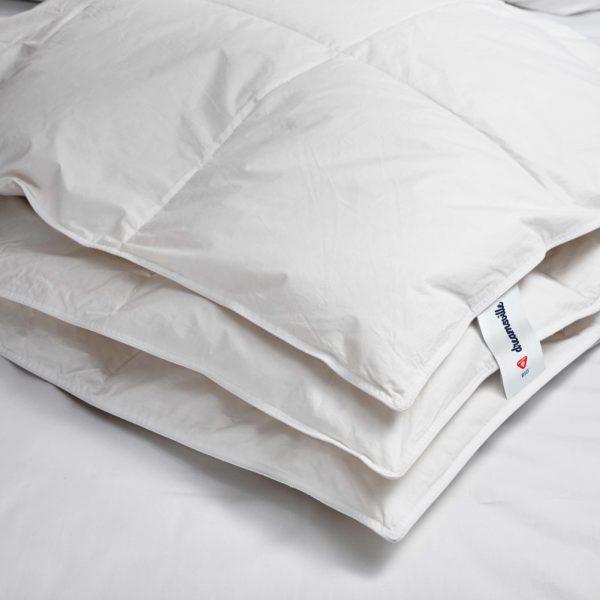 White blanket PrimaLoft Bio LuxuryDown Alternative Blanket