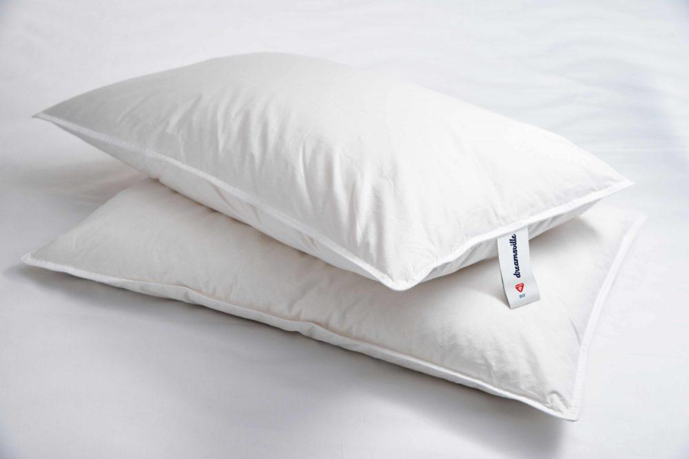 White blanket PrimaLoft Bio LuxuryDown Alternative Pillows